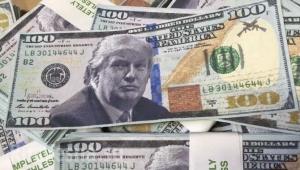 Стремительное падение: Китай обваливает курс доллара