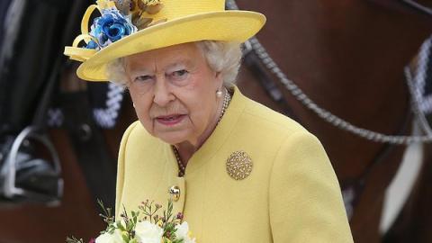 Королева сдает свои полномоч…
