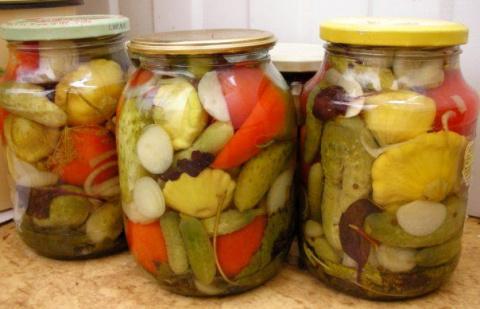 Маринованные овощи в одной б…