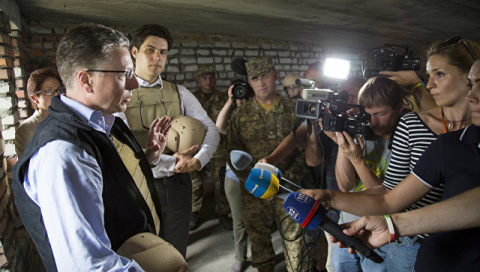 Пушков ответил Волкеру на критику плана России о миротворцах в Донбассе