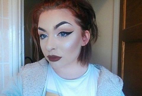 Не судите по внешности —  что скрывается под безупречным макияжем этой юной красотки