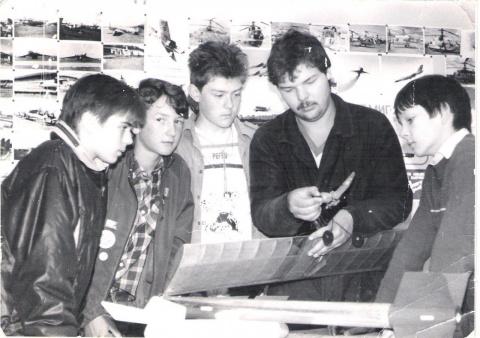 1990 кружок авиа руководитель Гуменюк М  ... и Пранов Макс...