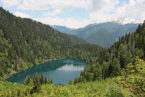 Озеро Рица - горное чудо