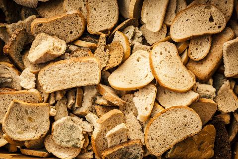 Лакомства из сухарей. Что можно приготовить из чёрствого хлеба