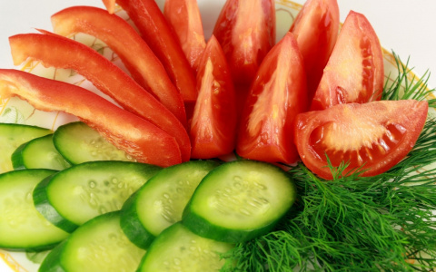 Огурцы с помидорами и другие... несовместимые продукты!