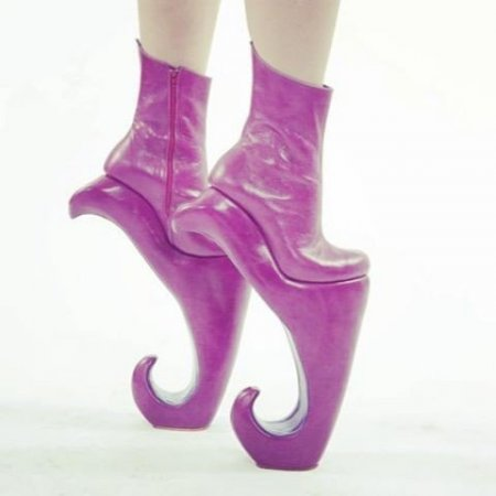Девушки и их обувь