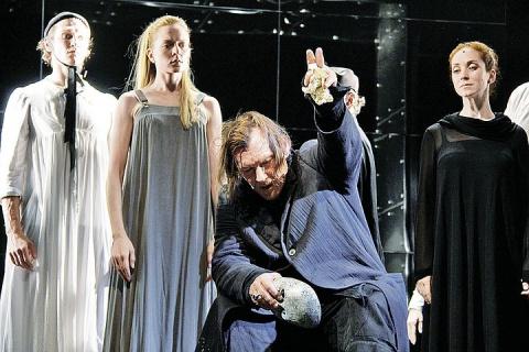 Спектакль «Сны господина де Мольера» в «Ленкоме»: За что Людовик разлюбил Мольера