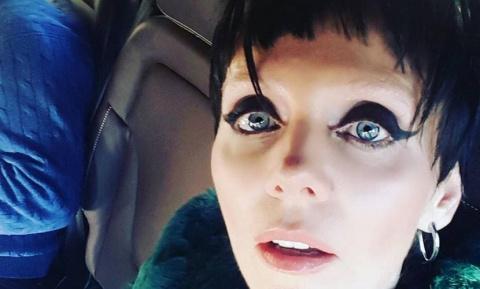 Певица Валерия превратилась в женщину-вамп и шокировала мужа