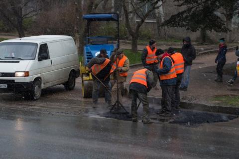 Автовладелец отсудил полмиллиона за яму на дороге
