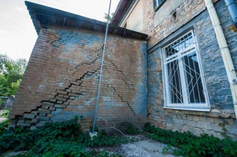 Ветеранов «АТО» поселили в шикарный дворец под Запорожьем