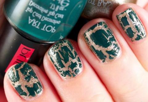 Как украсить ногти мозаикой?