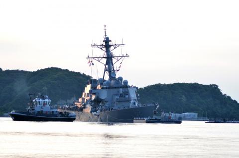 The Washington Free Beacon: неизвестные хакеры контейнеровозом протаранили эсминец ВМС США