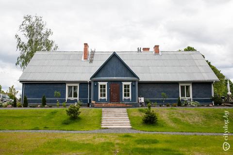 Как супруги из заброшенной сельской школы сделали родовое поместье