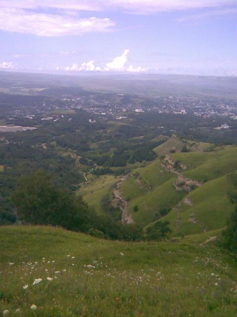 Вид на город с вершины горы Малое седло.