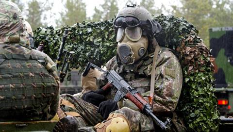 Анатолий Вассерман. Памятка для латышек: перед тем как отказать солдату НАТО, подумай дважды