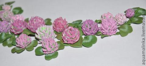 Цветок клевера из запекаемой полимерной глины.