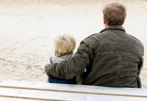 Если отец не живет в семье -…