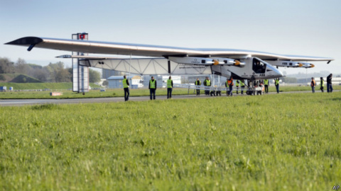 Новый самолет на солнечной э…