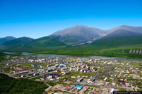 Якутский посёлок Усть-Нера - летний вид на полюс холода