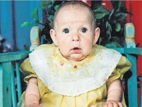 Увидев свою новорожденную до…