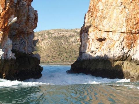 Горизонтальный водопад!Необычное зрелище!