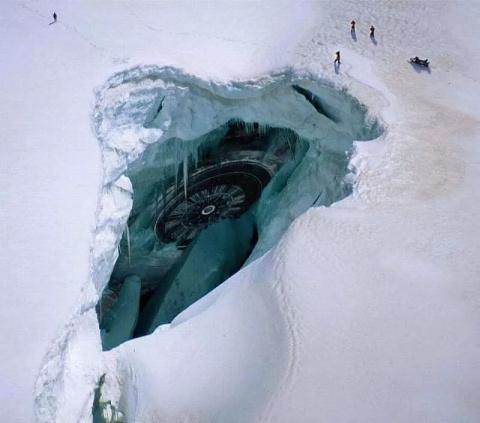 Ученые: в Антарктиде разбилс…