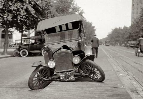 История развития автомобильной безопасности