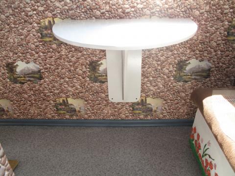 Откидной столик для маленького балкона.