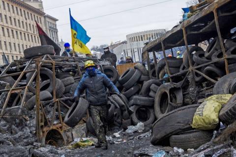 Боясь новых протестов депутаты хотят убрать шины с Майдана