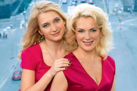 Многодетная мама и любимая многими актриса Мария Порошина очаровала поклонников соблазнительными формами