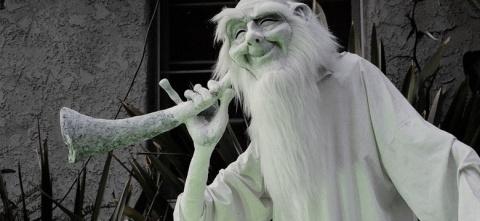 Злой призрак пожалел мать с детьми