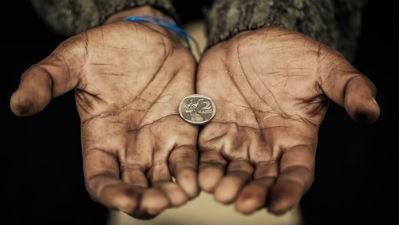 Количество бедных в России д…