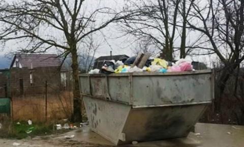 Новороссийские дачники выбросили на помойку семимесячную дочь
