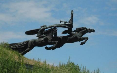 На Галичине снесли и сдали на металлолом монумент воинам Первой Конной армии Буденного, которым гордился весь СССР