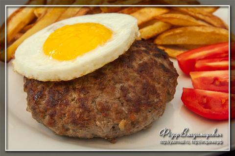 Рубленый бифштекс с яйцом по ГОСТ
