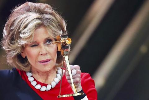 «Кто скажет, что ей скоро 80?» Джейн Фонда в прозрачном платье произвела фурор на Венецианском фестивале