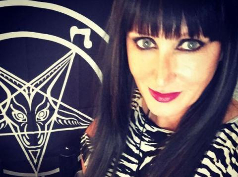 Черная ведьма из Нового Орлеана уверяет, что может излечивать рак, разговаривая с демоном