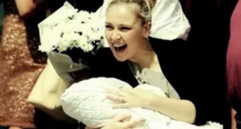 Молодой папаша встречает жен…