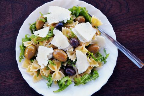 6 способов превратить пасту в салат