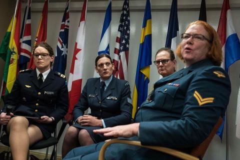 «Пентагон против» — трансгендеры продолжат служить в армии США