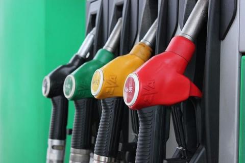 Бензин в США стал дешевле, ч…