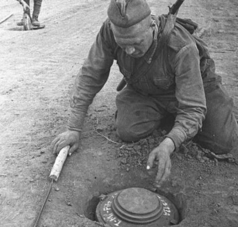 Как сапёр ,проявив смекалку,спас пять наших Т-34