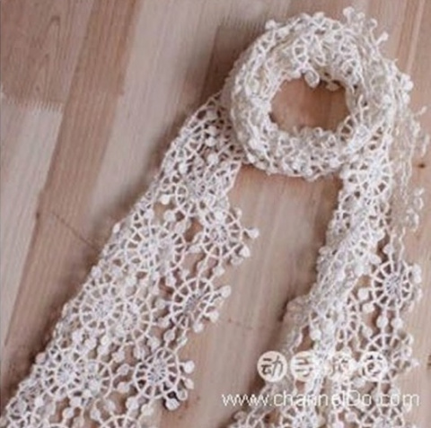 Необычный воздушный шарфик из снежинок