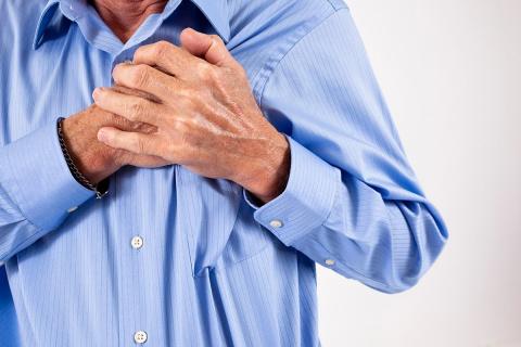 При сердечном приступе 10 секунд, чтобы спасти свою жизнь! Что нужно делать?