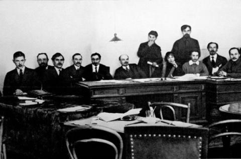 Первое правительство большев…