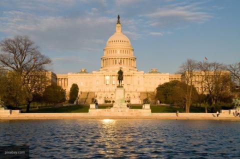 В США конгрессмены требуют в…