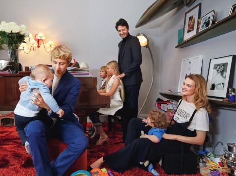 Водянова показала свою семью…