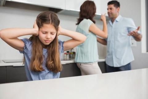 Мою знакомую муж выгоняет из дома с двумя детьми...