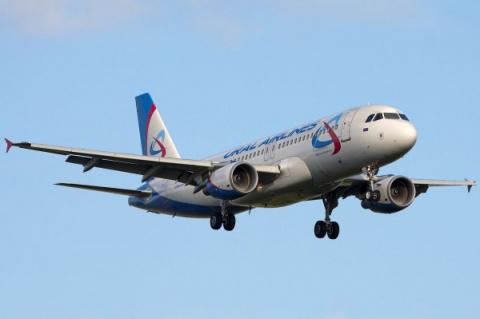 В самолете «Уральских авиали…
