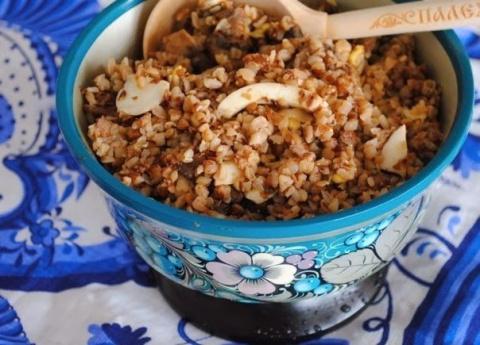 Гречневая каша с грибами, луком и яйцом